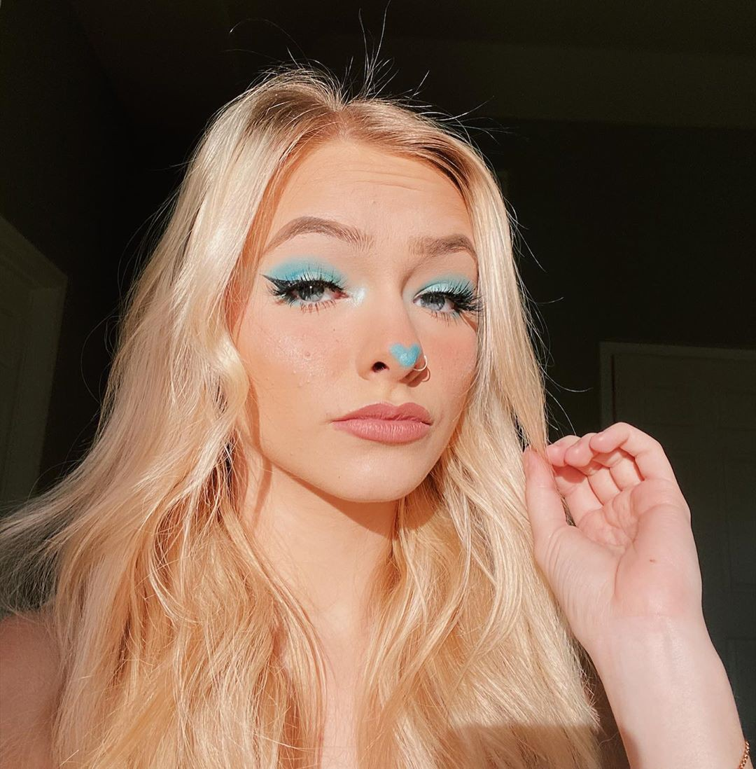 Zoe Laverne blond hairstyle, Cute Face, Lips Smile