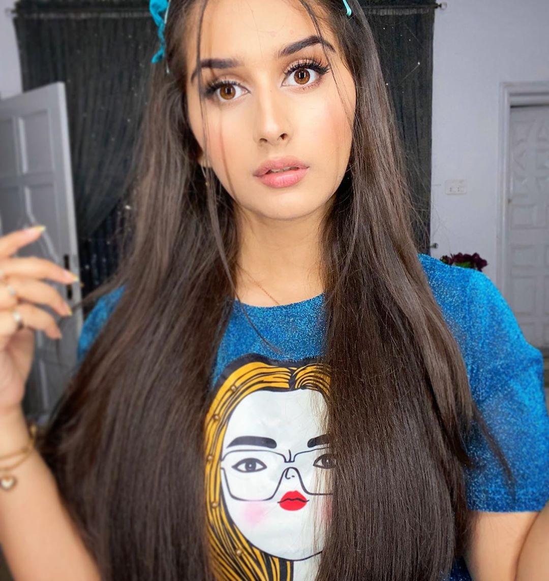 Alishbah Anjum Black Hair Color, Face Makeup Ideas, Natural Glossy Lips