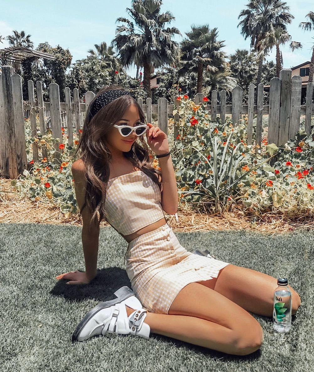 Yvette Arriaga instagram photoshoot, sexy legs, Glossy Lips