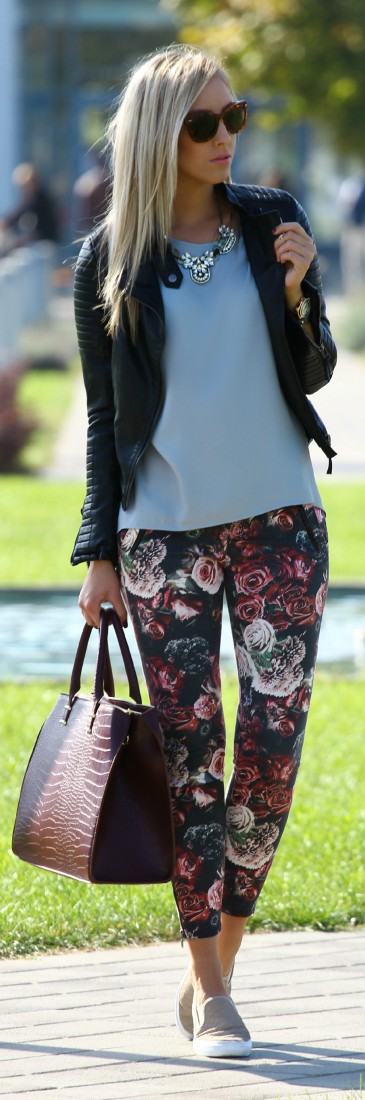 Brown outfit with trousers, leggings, tights