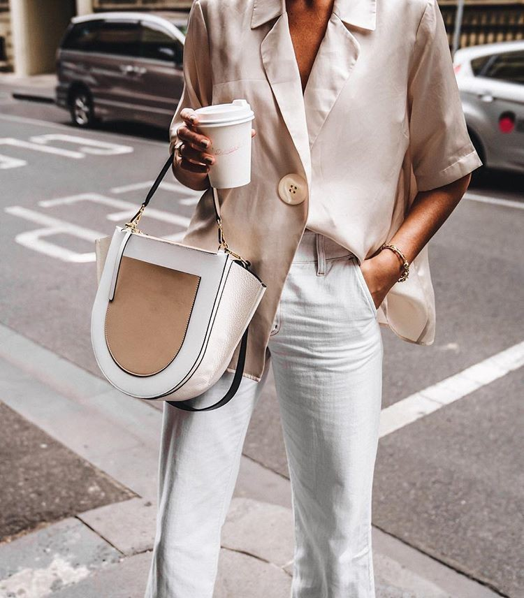 OMG! I love this simple neutral outfit! Perfect for a coffee date. | Summer Outfit Ideas 2020