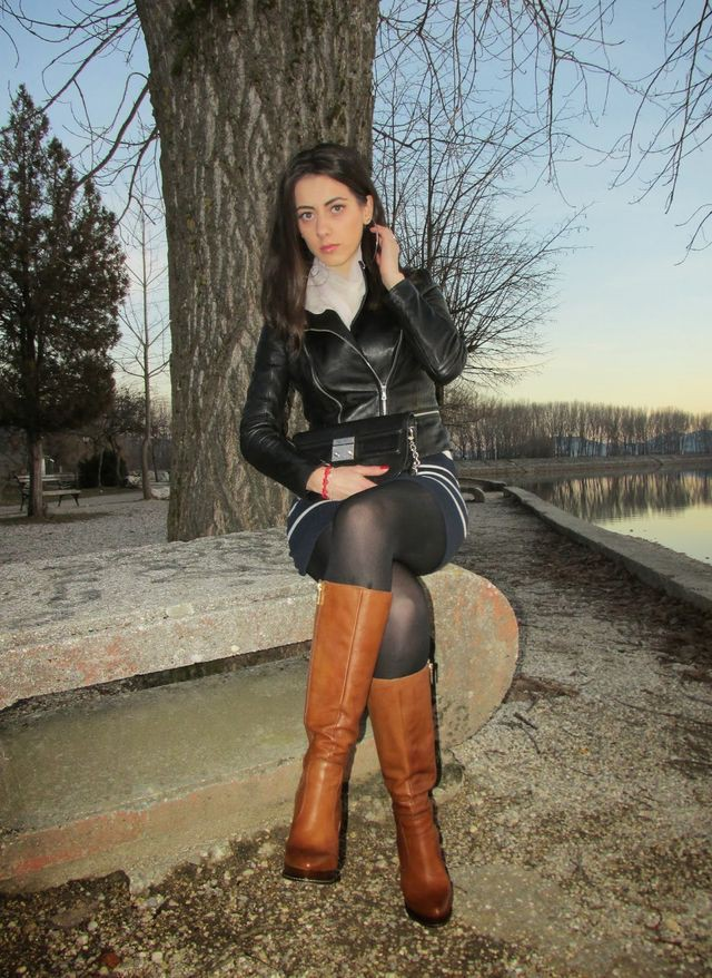 Brown classy outfit with leather