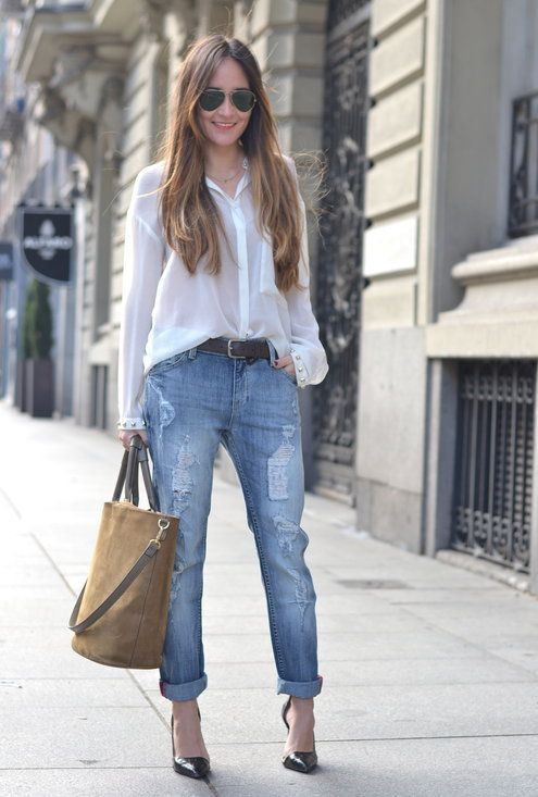 Style ripped boyfriend jeans, street fashion, crop top, t shirt
