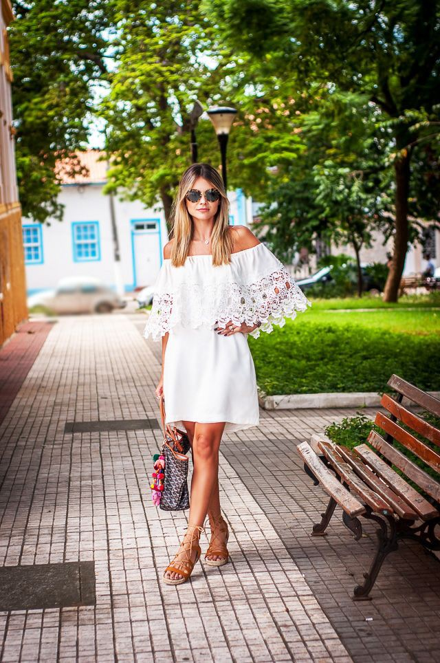 Yellow and white classy outfit with crop top, skirt