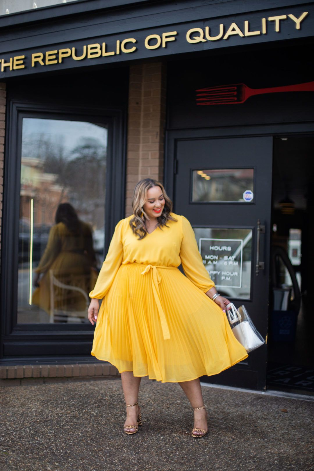 Yellow outfit ideas with miniskirt