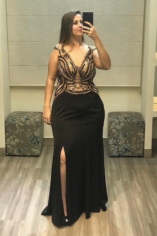 Vestido longo preto com fenda plus size