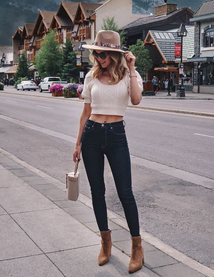 Brown and white outfit ideas with leggings, crop top, shorts