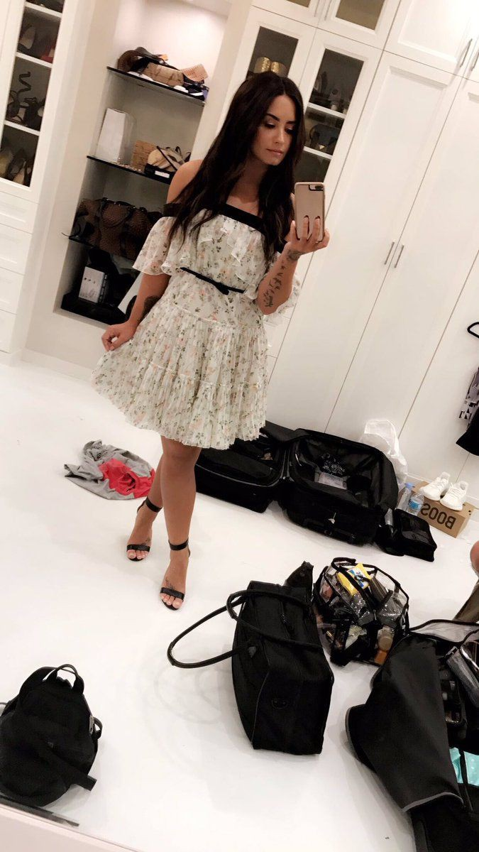 Black and white colour outfit ideas 2020 with skirt