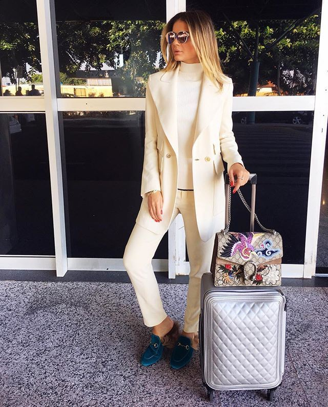 Beige and white lookbook fashion with trousers, blazer, jeans