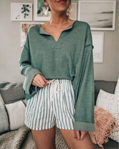Green colour ideas with vintage clothing, shorts