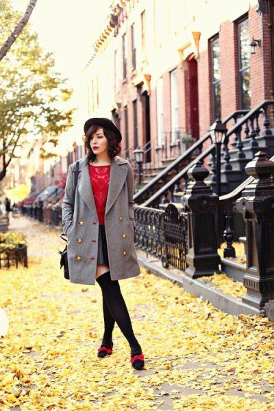 Tenue rouge et gris, street fashion, leg warmer, knee socks, knee highs