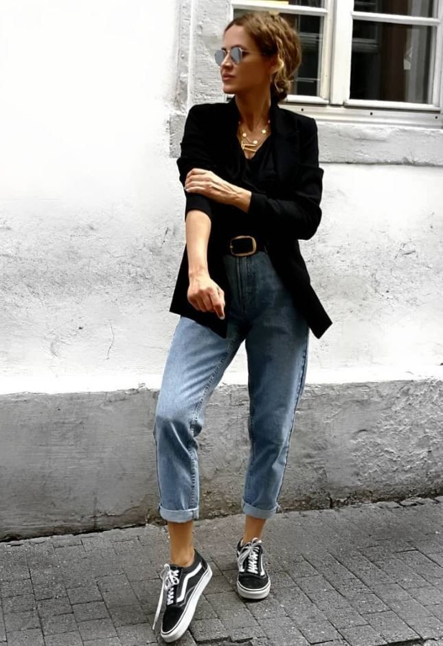 White instagram fashion with blazer, denim, jeans