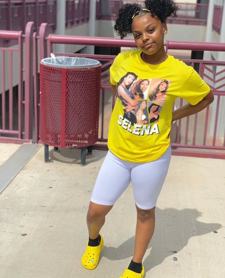 Yellow outfit style with sportswear, crop top, tights