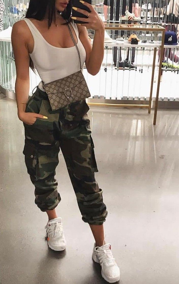 Trendy camo pants outfit, street fashion, camo joggers, casual wear, cargo pants