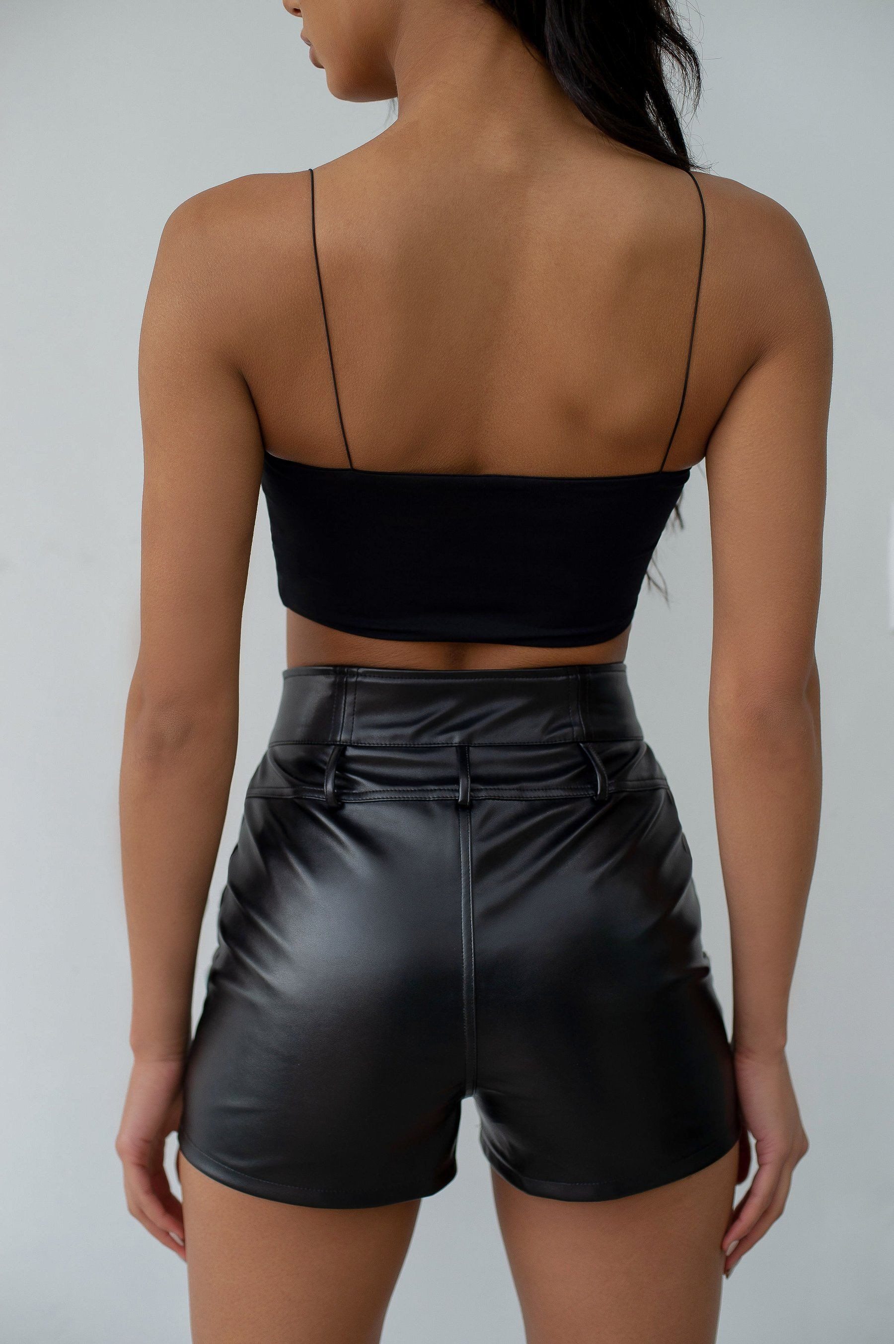 Tight high waist faux leather shorts