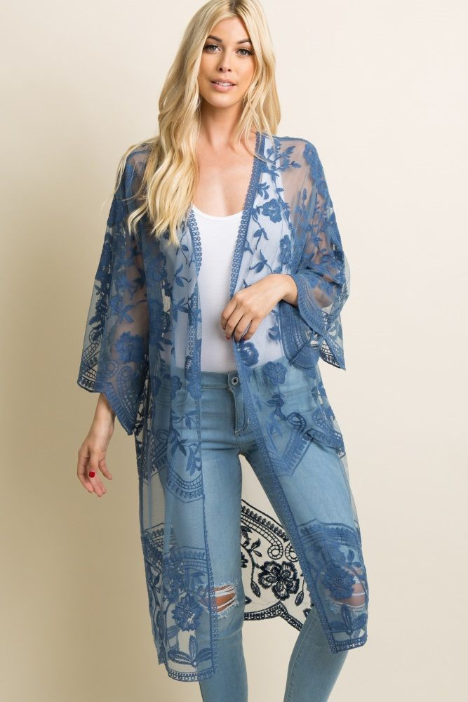 Outfit Stylevore blue lace kimono, long hair