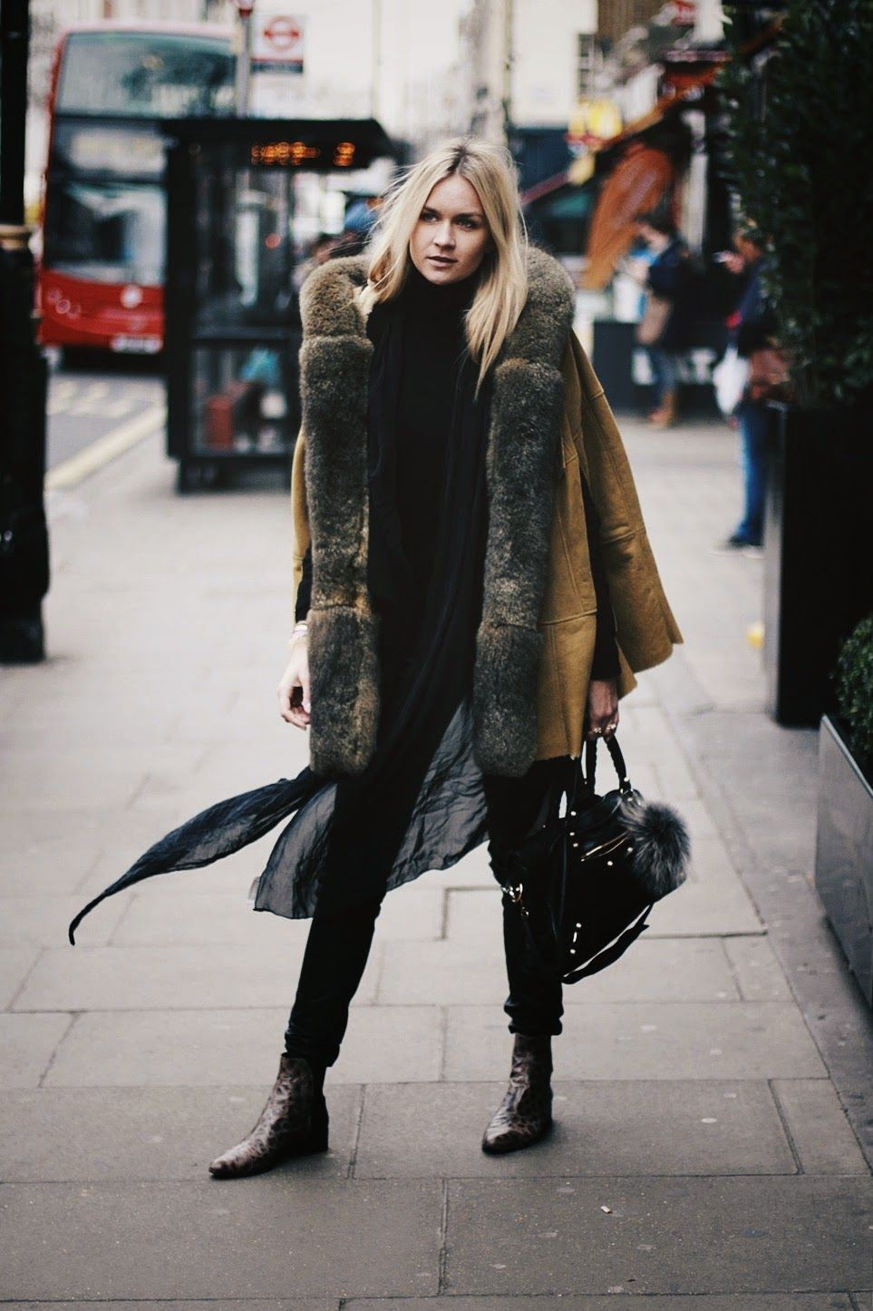 Classy outfit boho streetstyle winter, winter clothing, street fashion, flight jacket, boho chic