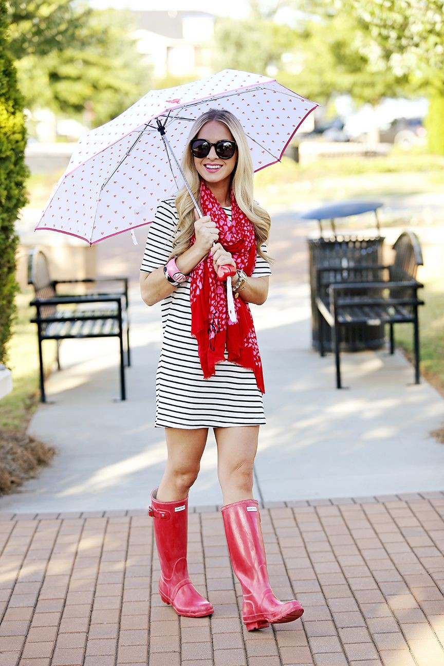 Outfit con botas de lluvia en verano