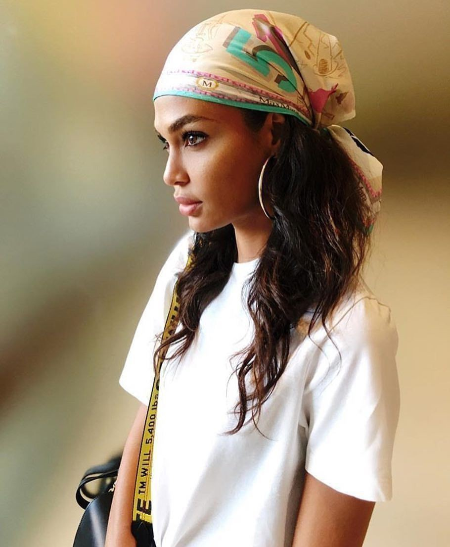 Outfit instagram with fashion accessory, beanie