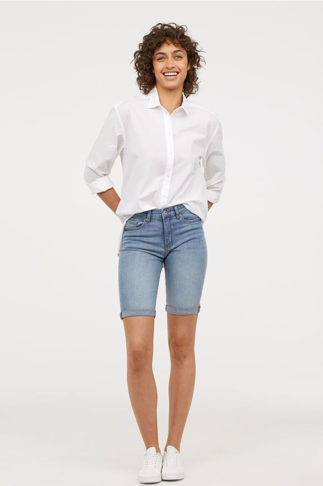 Knee length jean shorts outfits