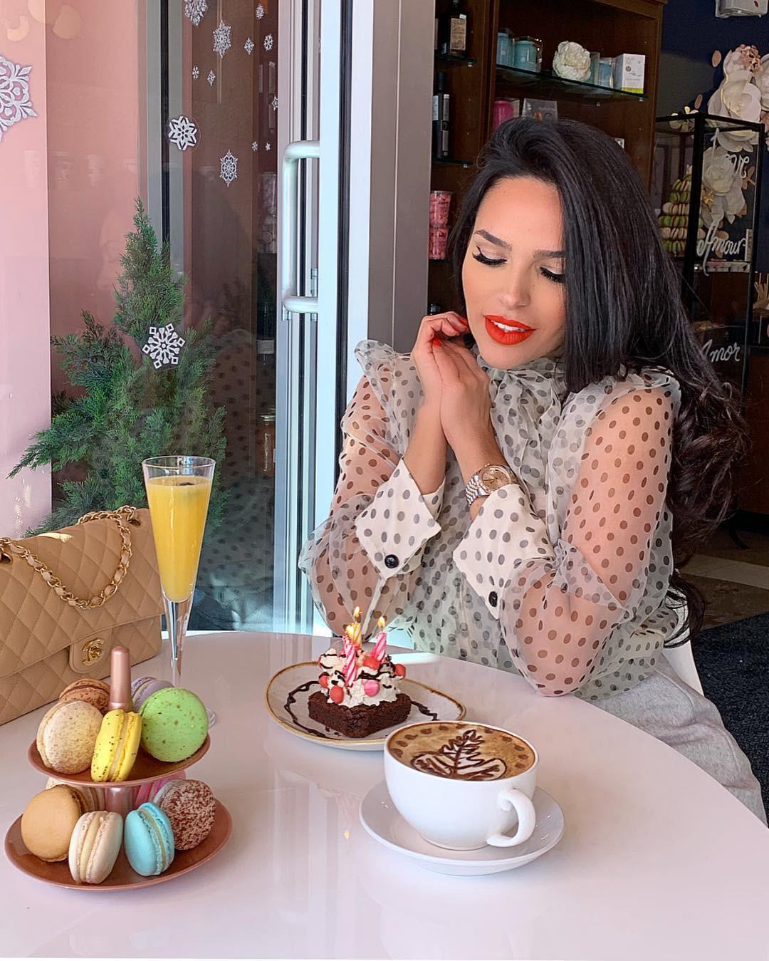 Shadi Y Cair, brown hair, sweetness, breakfast