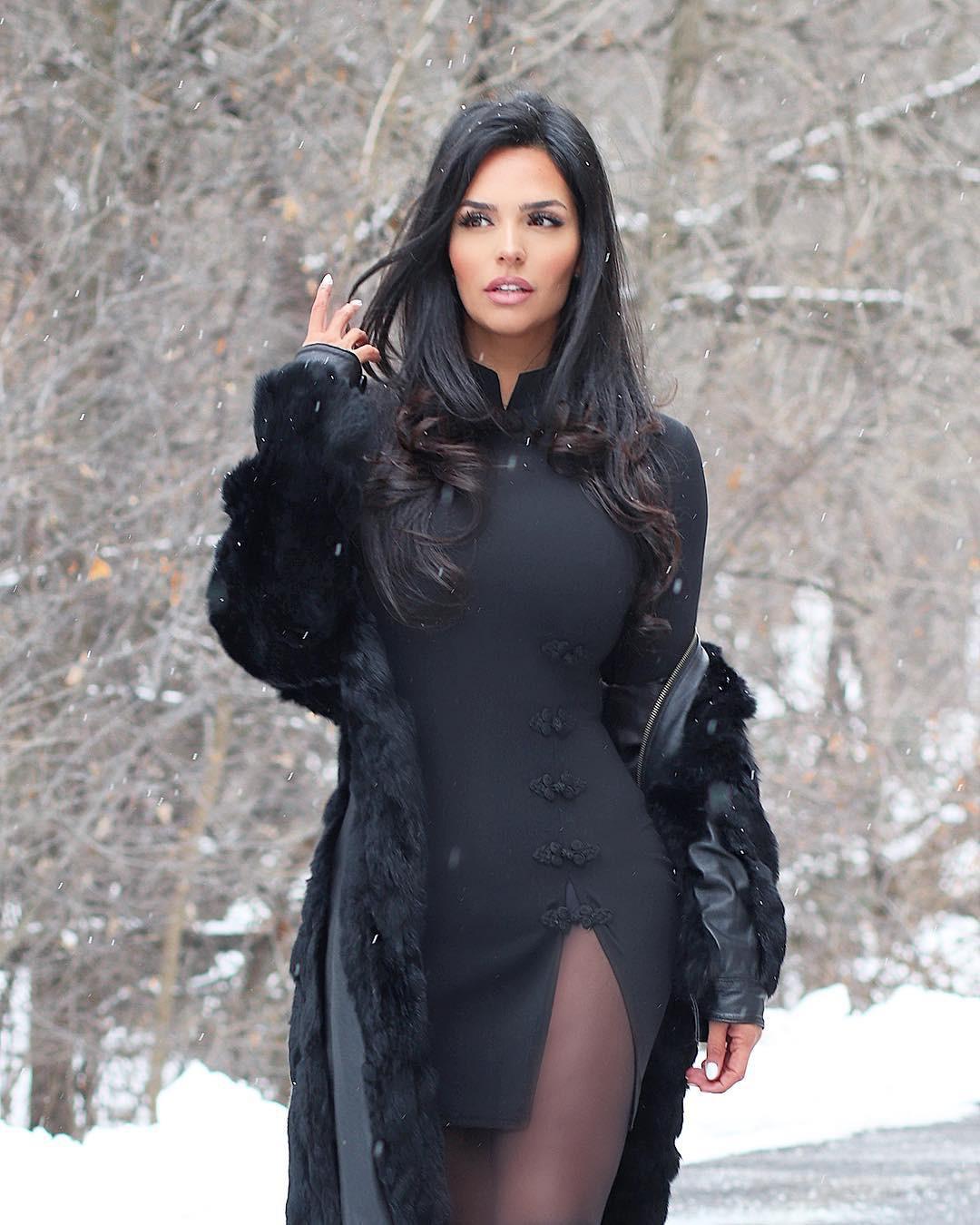 Shadi Y Cair woman thighs, hot legs, Natural Black Hair