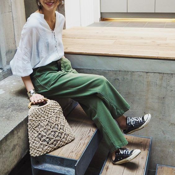 Green colour ideas with trousers, blouse
