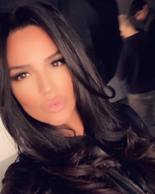 Shadi Y Cair Black Hair For Girls, Face Makeup Ideas, Lip Makeup