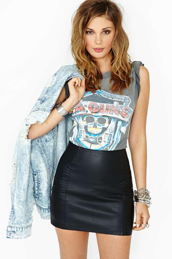 Look pollera de cuero, fashion model