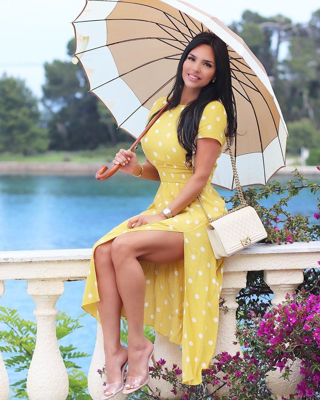 Shadi Y Cair girls photoshoot, umbrella, apparel ideas