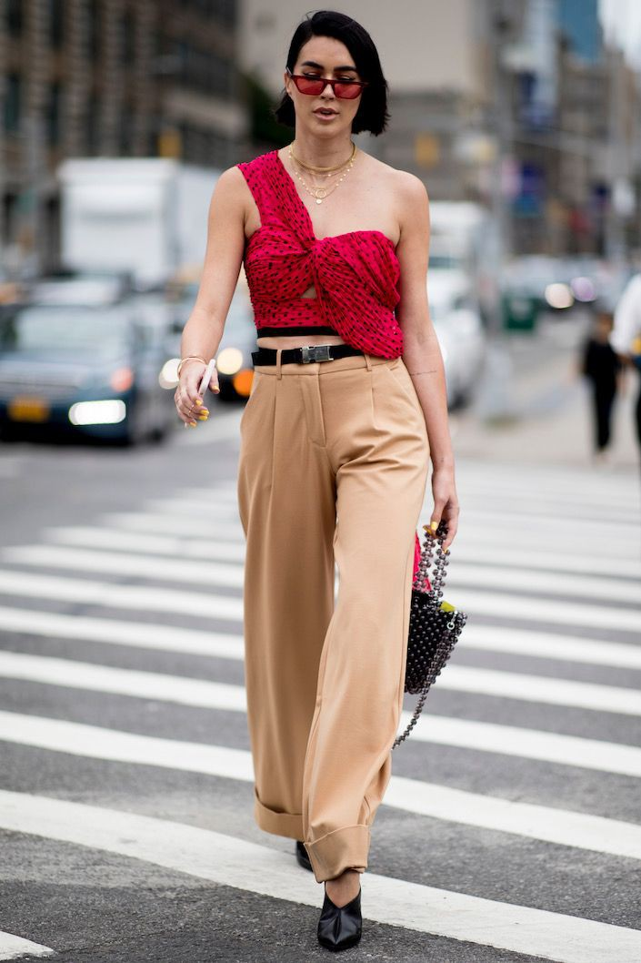 One shoulder top street style