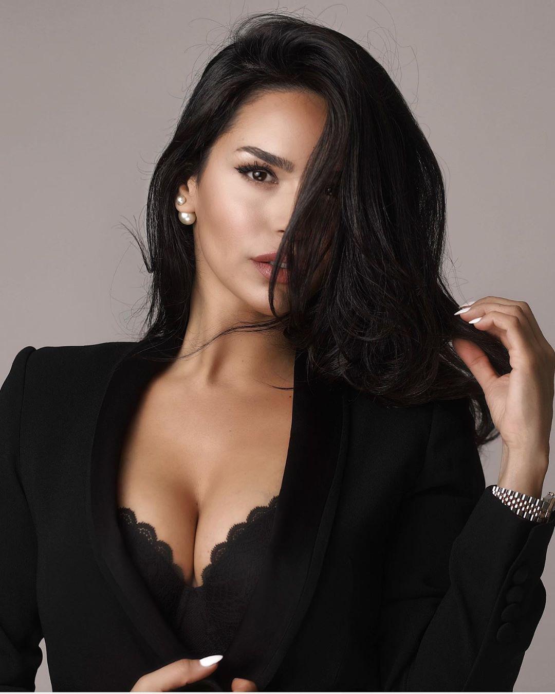 Shadi Y Cair photoshoot poses, Beautiful Black Hairs, Glossy Lips