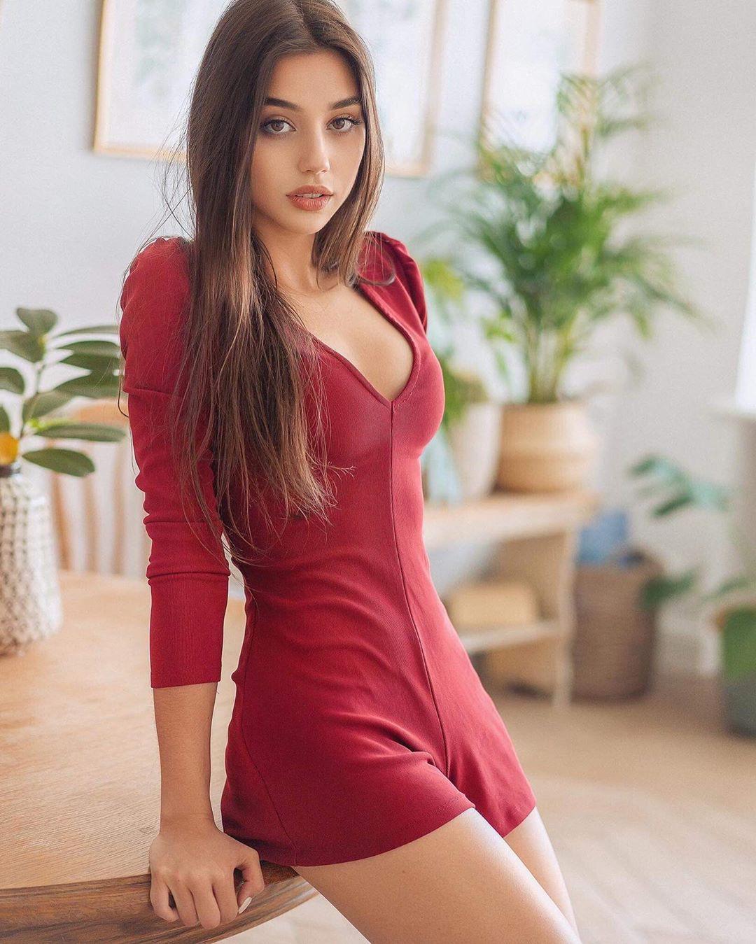Maja Strojek female thighs, hot legs, Long Hair Cut Women