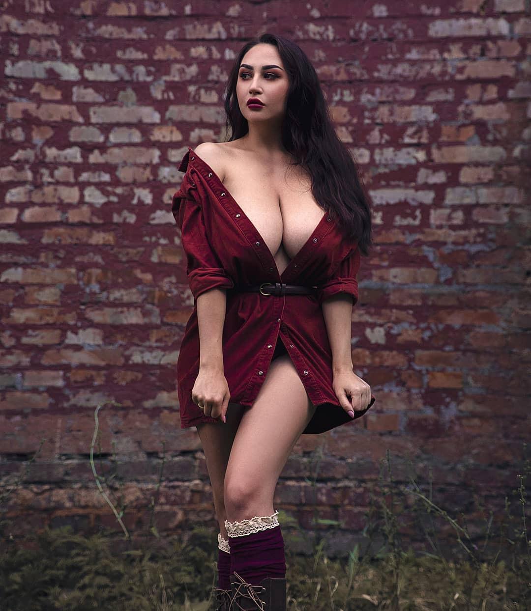 Louisa Khovanski photoshoot poses, thigh pics, hot legs picture