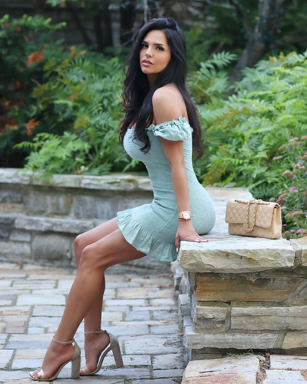 Shadi Y Cair photoshoot poses, girls instgram photography, legs picture