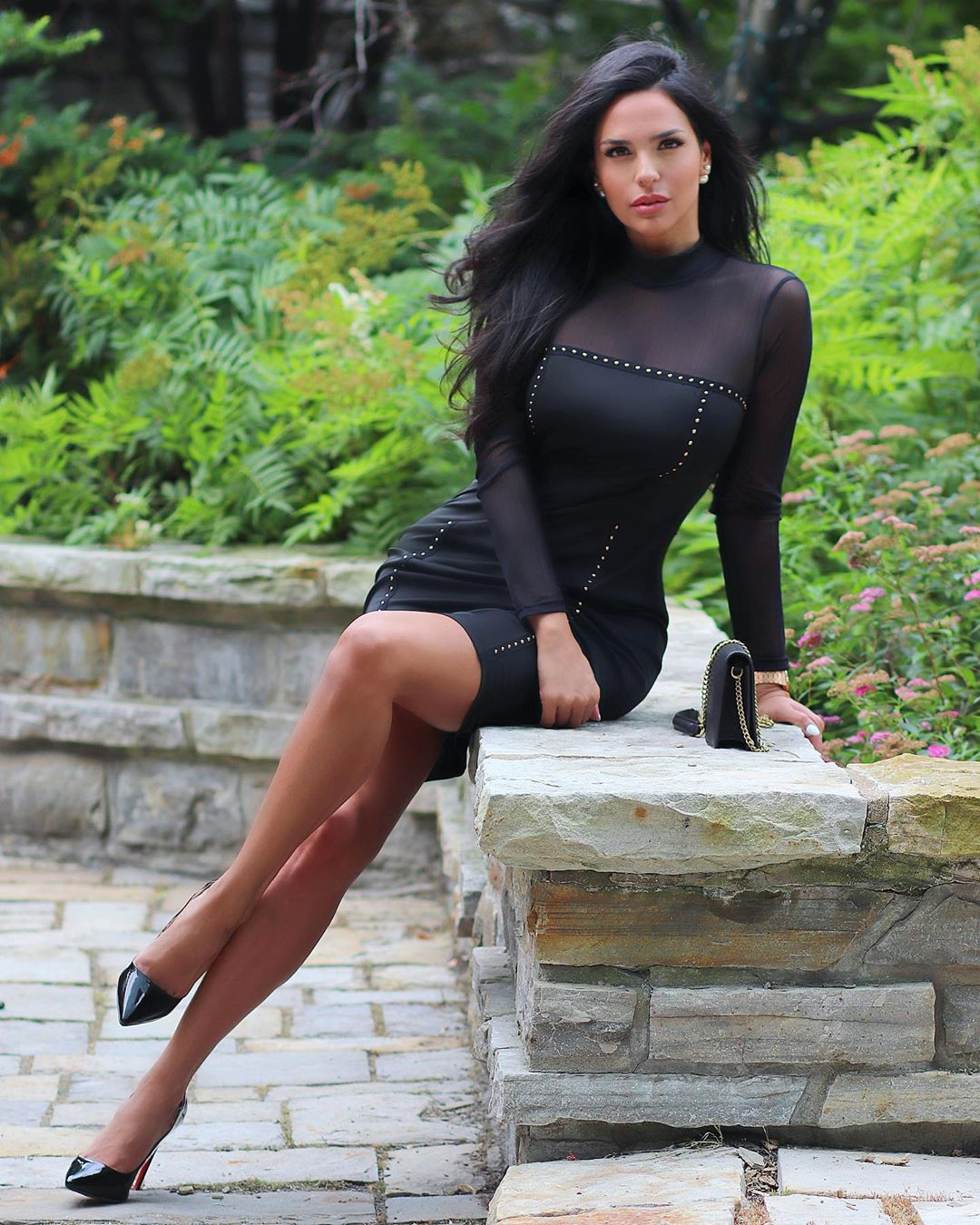 black matching outfit with little black dress, photoshoot ideas, hot girls thighs