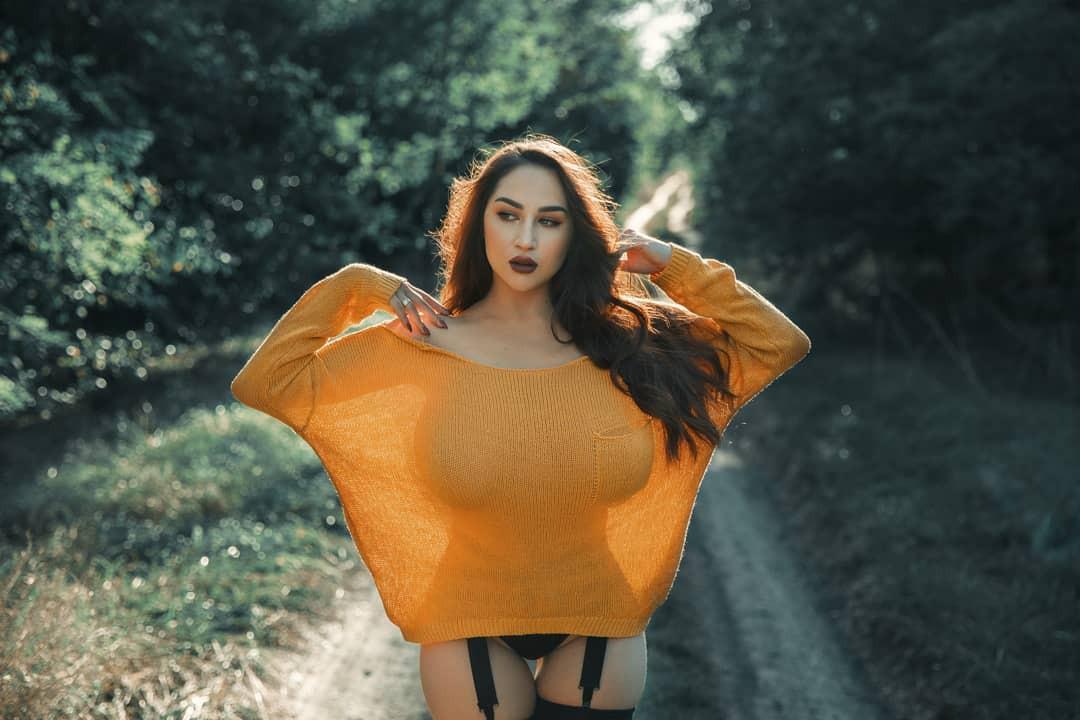 Louisa Khovanski cute girls photos, Lip Makeup, attire ideas