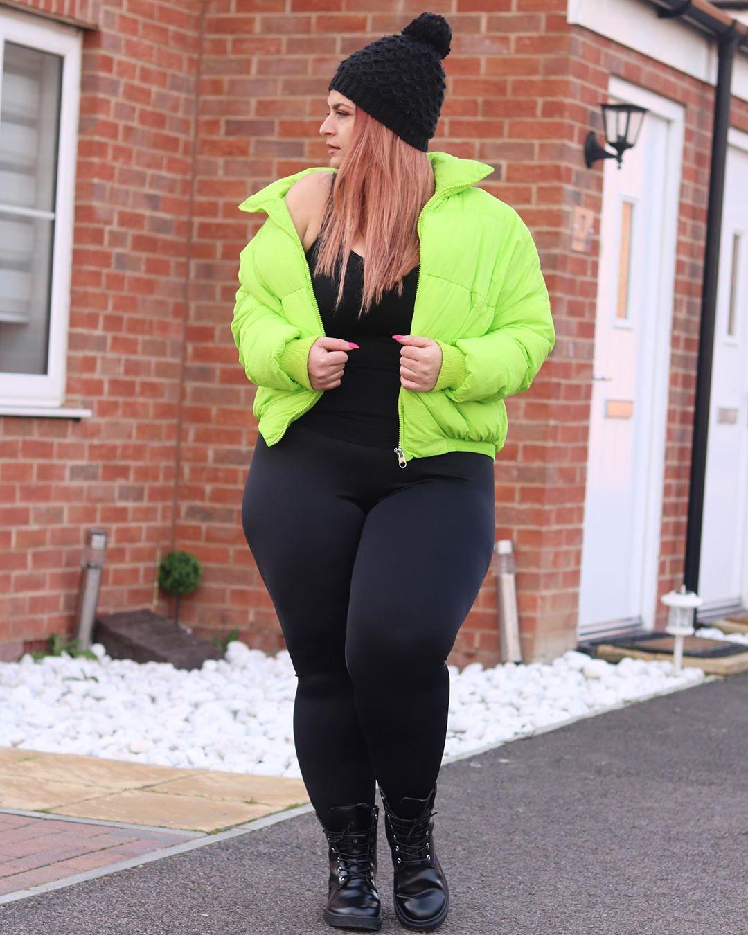 Yellow and green sportswear, leggings, beanie