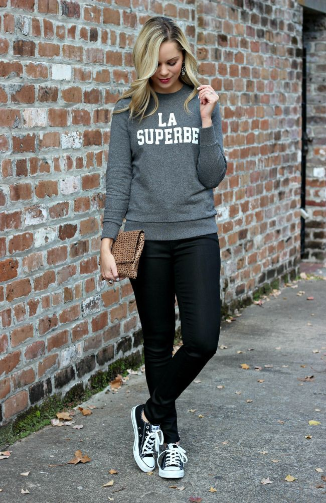 Colour outfit with sportswear, sweatpant, sweater