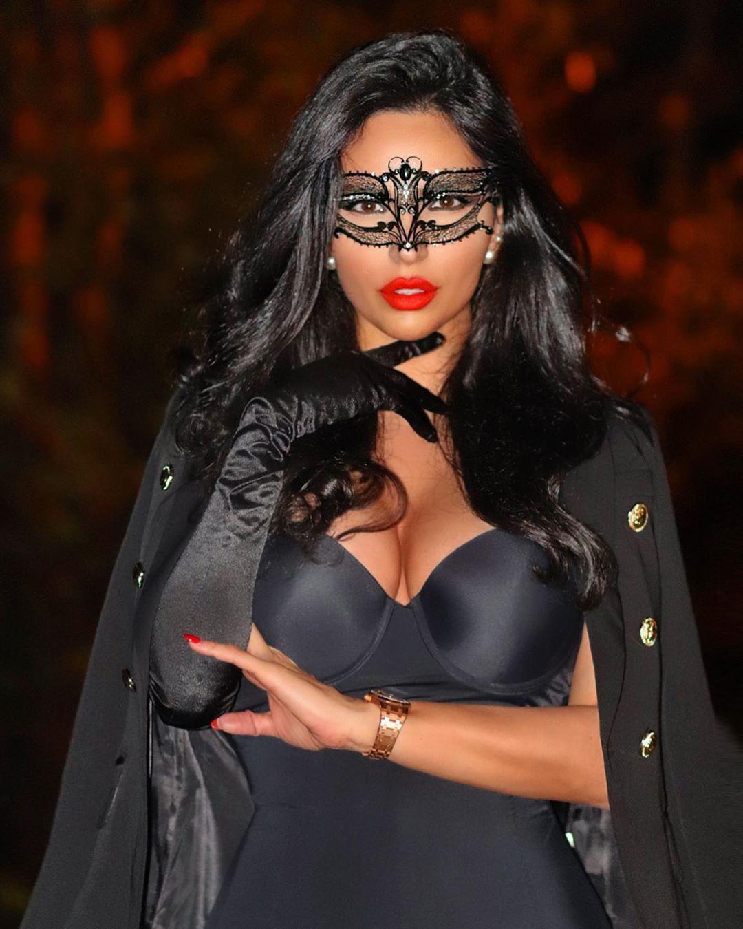 Shadi Y Cair Black Hair Color, Natural Lipstick, Long Hair Women