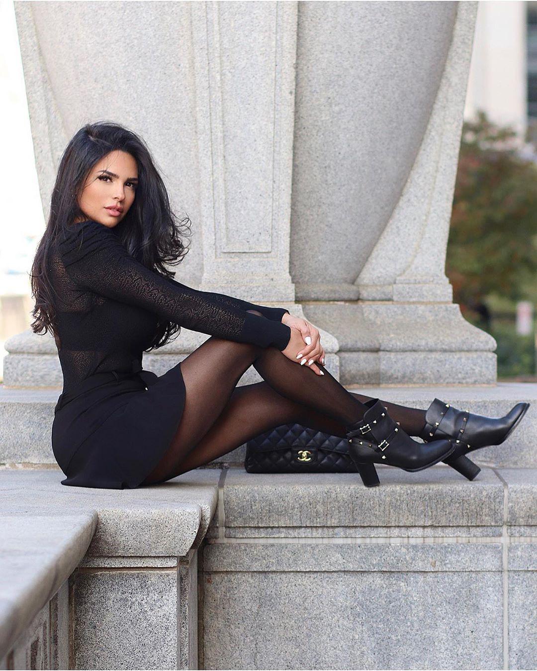 Shadi Y Cair female thighs, sexy legs, Hot Instagram Model