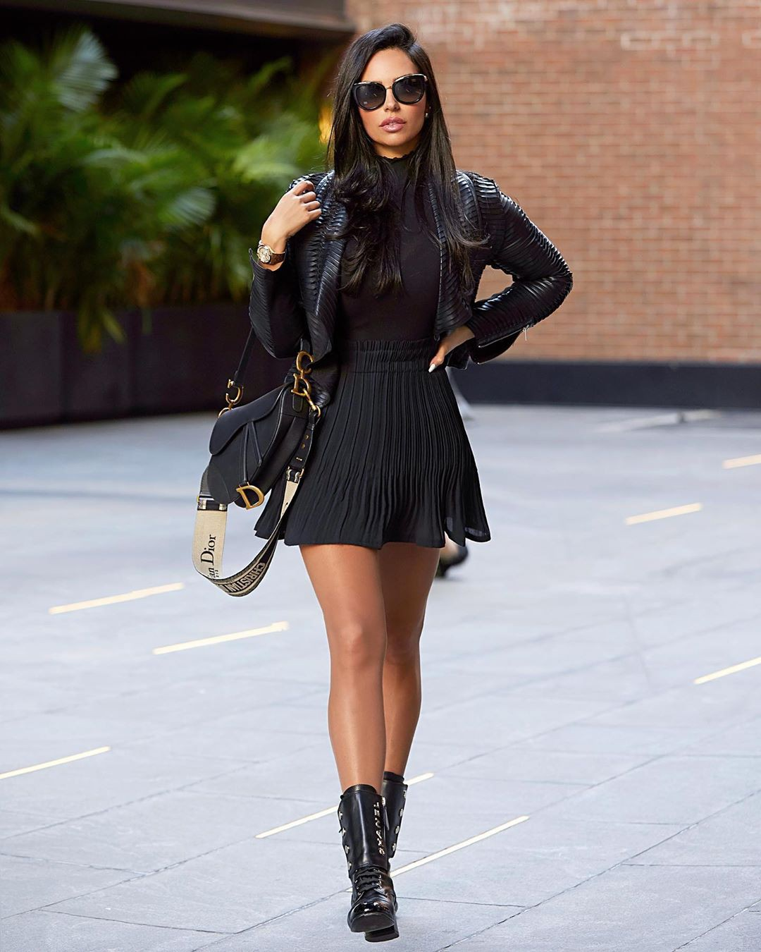 black colour outfit, you must try with leather leather, legs pic, attire ideas