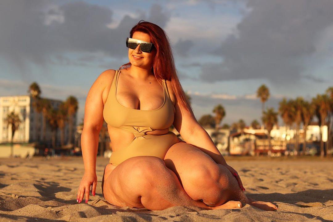 Ioana Chira hot photo, latest bikini look matching outfit, sexy legs