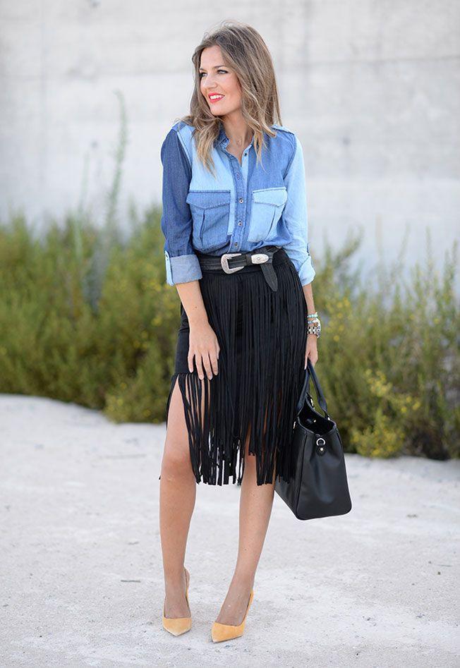 Camisa vaquera y falda de flecos