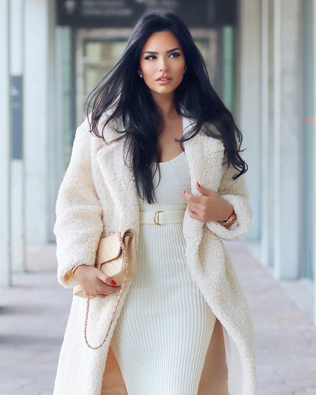 white clothing ideas with sweater, instagram photoshoot, Lip Makeup