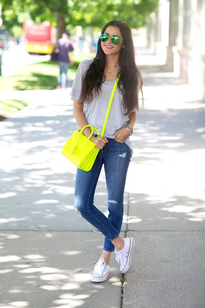 Wear shirt with white converse