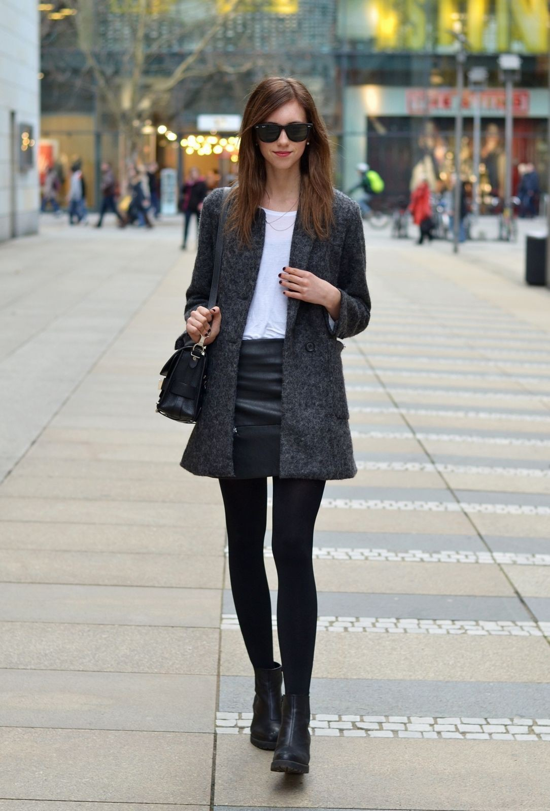 Outfit instagram vogue haus leather, street fashion, chelsea boot
