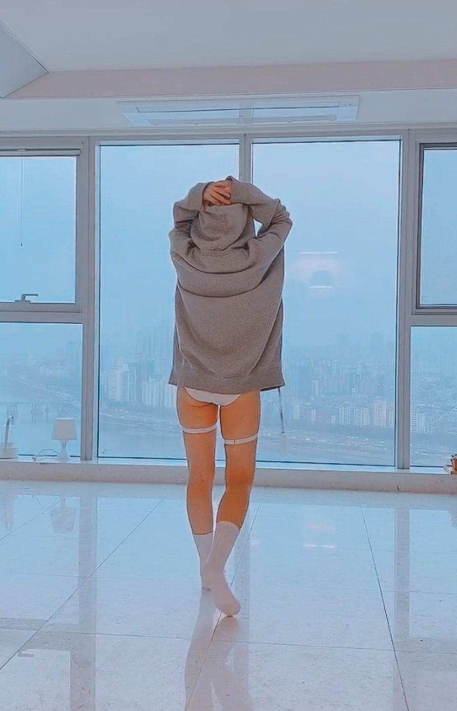 Sang A Yonini legs picture, shoe, attire ideas