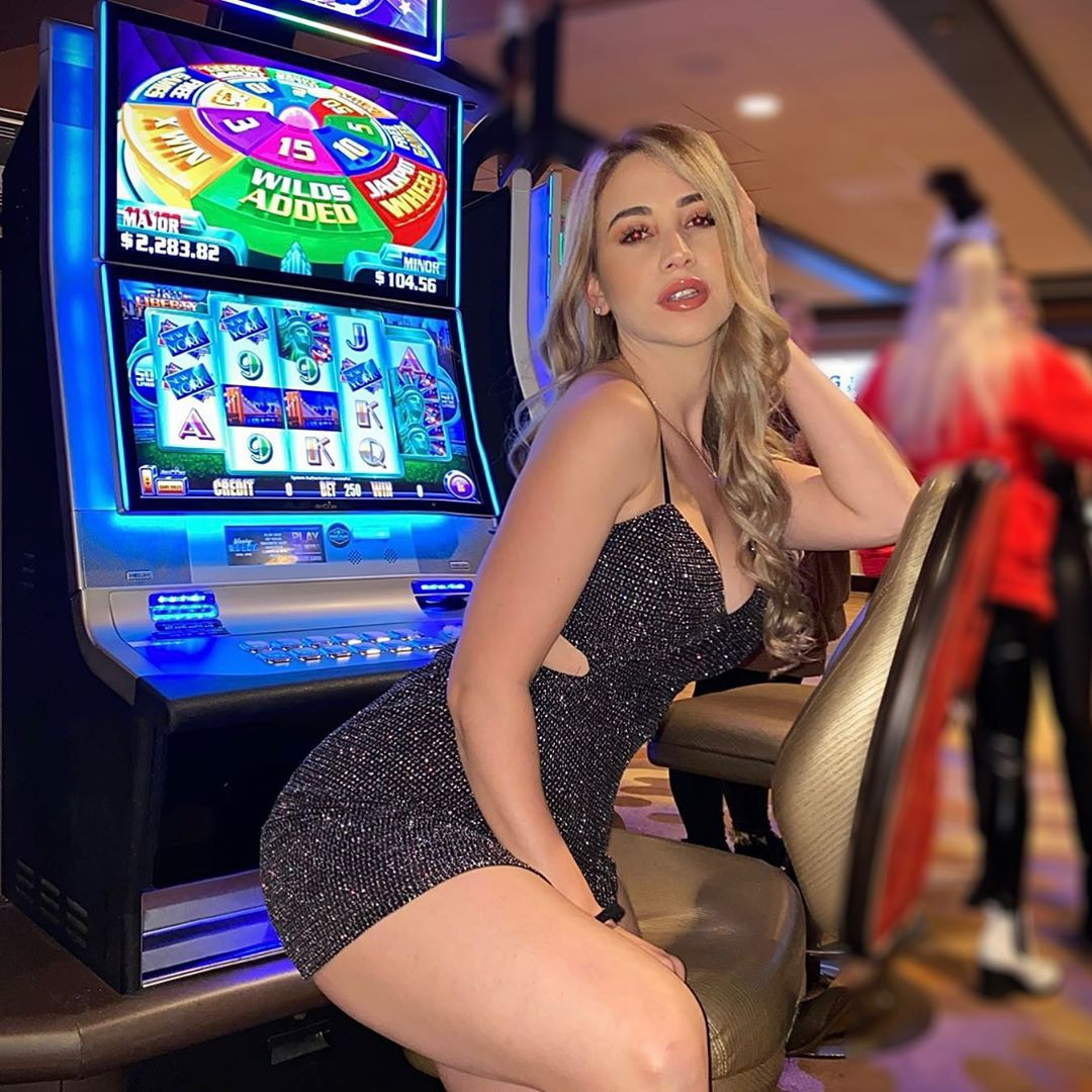 Mariam Olivera sexy leg picture, video game arcade cabinet, electronic device