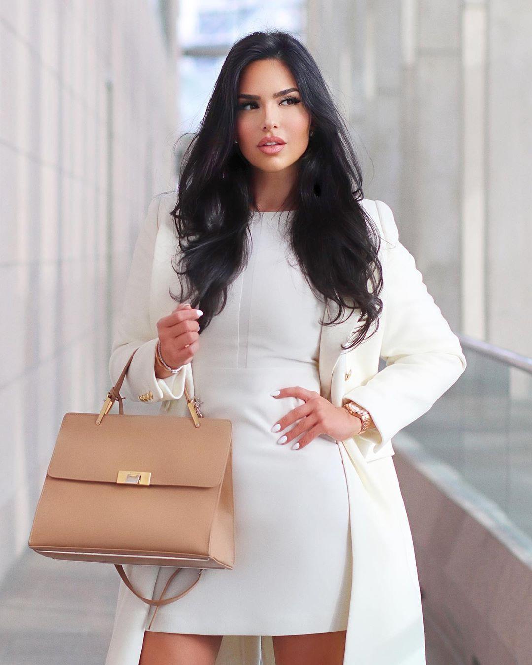 Beige and white dress, fashion tips, street fashion